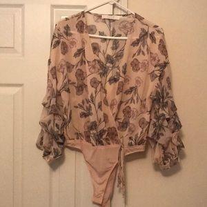 Floral romantic blouse